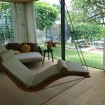 Einzelliege Wood mit heller Auflage, privat