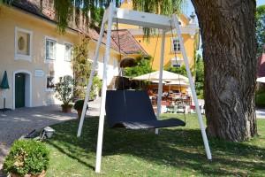 Schwebeliege-Heaven-Swing-Doppelliege-Mocca-Gestell-Madras-Stahl-Schloss-Gamlitz