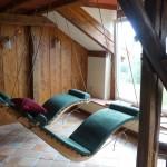 Schwebeliege Einzelliege Wood mit dunkelgrüner Auflage